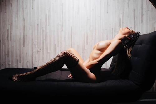serena masseuse naturiste a paris- KRS3121 copie